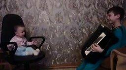 Мальчик баянист играет своему братику смотреть видео прикол - 0:29