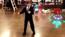 Смотреть Маленький сердцеед на танцполе