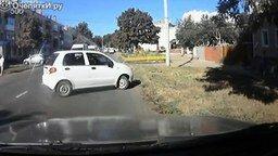 Женские курьёзы за рулём смотреть видео прикол - 4:04