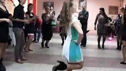 Задорная танцовщица на свадьбе смотреть видео - 1:24
