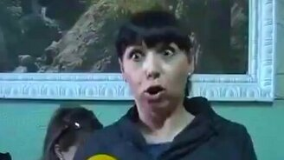 Женская реакция на микрофон смотреть видео прикол - 0:16