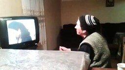 Смотреть Как женщины смотрят сериалы