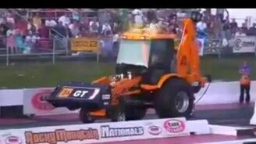 Скоростной эффектный трактор смотреть видео прикол - 0:40