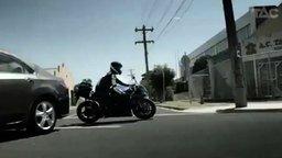 Смотреть Мотоциклисты, будьте разумны!