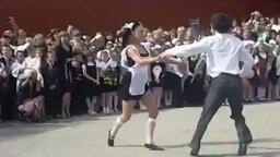 Эффектый танец выпускников смотреть видео - 1:19
