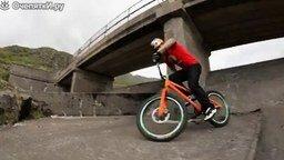 Смотреть Свободный экстрим велосипедистов