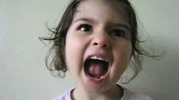 Папа остался дома с дочкой... смотреть видео прикол - 2:14