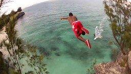 Смотреть Опасный прыжок в воду