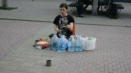 Челябинский уличный барабанщик смотреть видео - 0:40