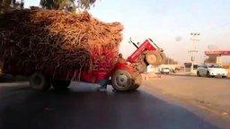 Смотреть Поставил на дыбы трактор