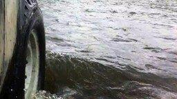 Переплыли реку на Ниве смотреть видео прикол - 2:47