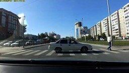 Смотреть Необычный пешеход