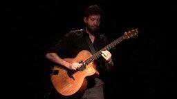 Смотреть Красивая игра на акустической гитаре