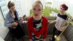 Смотреть Саратовские певицы на балконе