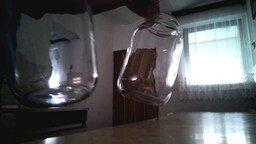 Смотреть Забавный звук от двух стеклянных банок