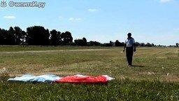 Самолёт подобрал с земли флаги смотреть видео - 1:41