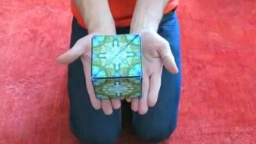 Смотреть Интересный кубик-игрушка