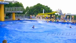 Смотреть Подборка забавных прыжков в воду