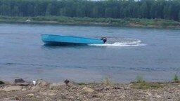 Смотреть Оседлал отбившуюся от рук лодку