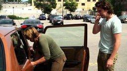 Смотреть Сын дарит маме авто её мечты