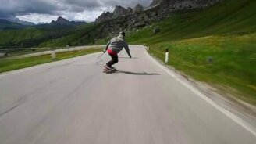На скейтах вниз с горы смотреть видео прикол - 2:02