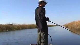 Смотреть Дебют начинающего рыболова
