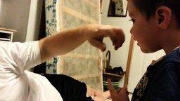 Смотреть Папа отрывает сыну ушко и нос