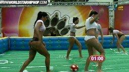 Смотреть Мокрый женский футбол