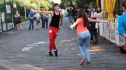 Уличные танцоры из Новосибирска смотреть видео - 1:58