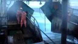 Смотреть Шторм в открытом море