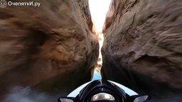 Смотреть Опасный заезд на гидроцикле