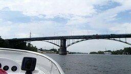Смотреть Паук-гигант на мосту