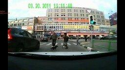 Смотреть Выжили на пешеходном переходе