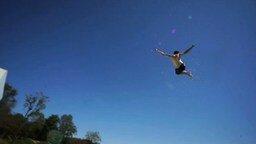 Смотреть Безумные прыжки в бассейн