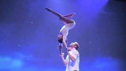 Смотреть Пластичный акробатический танец