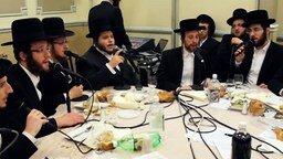 Смотреть Песня в исполнении еврейского хора