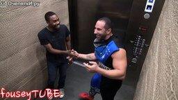 Смотреть Мортал Комбат в лифте