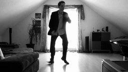 Смотреть Задорный лёгкий танец