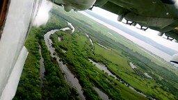Взлёт самолёта и сброс воды смотреть видео прикол - 2:26