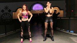 Смотреть Танец двух белых девушек