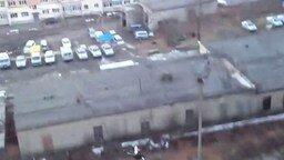 Смотреть Прыжок на скутере с крыши