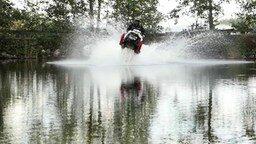 Смотреть Экстрим: по воде на снегоходе