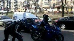 Забавный чудо-мотоцикл смотреть видео - 0:36