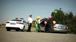 Смотреть Не будь клоуном на дороге