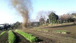 Торнадо на огороде смотреть видео - 1:31