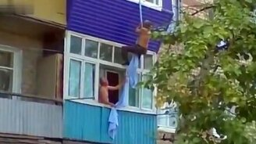 Неудача балконного мужика смотреть видео прикол - 0:24
