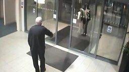 Неожиданный гость торгового центра смотреть видео - 0:48