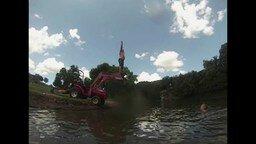 Смотреть Неудачный прыжок с ковша