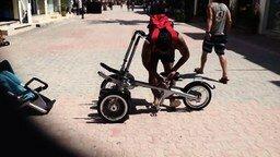 Смотреть Велосипед и коляска в одном устройстве
