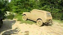 Смотреть Резвая Нива в грязи